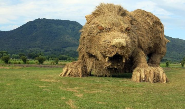 straw-sculptures-wara-art-festival-niigata-japan-21-59d5d4a67717f__880